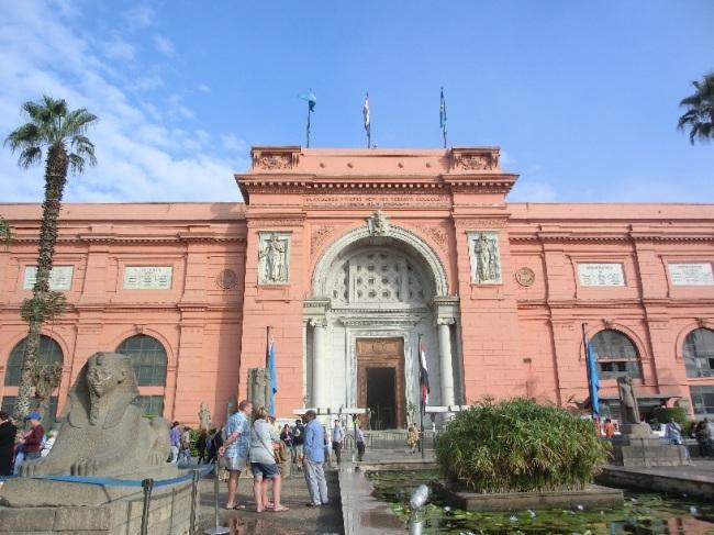 ツタンカーメンの黄金のマスクで有名な考古学博物館